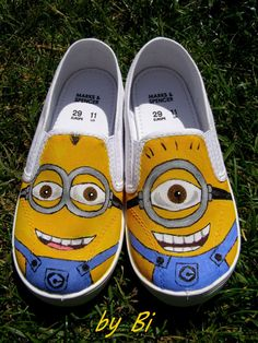 Custom hand painted canvas shoes,any characters from Disney or cartoon: minions, monster univers, dinosaurus