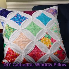 DIY Cathedral Window Pillow, Cathedral Pillow Free Pattern: Angela Walters from the Midnight Quilt Show, shows you how to make this beautiful pillow in her video tutorial. Patchwork Cushion, Patchwork Quilting, Quilted Pillow, Patchwork Ideas, Patchwork Patterns, Pillow Fabric, Scrappy Quilts, Applique Quilts, Quilting Tutorials