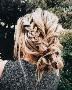 Pinned by apothecaryteaandgallery  #hairgoals #hairstyling #bohogirl Braided messy bun.
