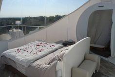 NUIT BELLE ETOILE ROMANTIQUE MOMENT DE REVE Outdoor Furniture, Outdoor Decor, Moment, Bed, Home Decor, Bubbles, Romantic, Night, Decoration Home