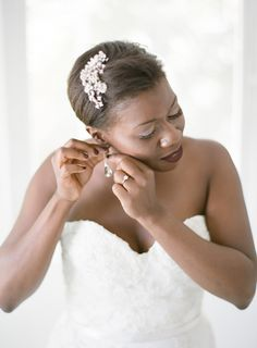 Glam bridal beauty look:  http://www.stylemepretty.com/destination-weddings/2015/11/16/sophisticated-harbour-island-wedding/   Photography: Almond Leaf Studios - http://almondleafstudios.com/