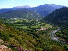 Preciosa vista del valle desde Sos. Localización: Pirineos, Huesca, Aragón, España. Spain.