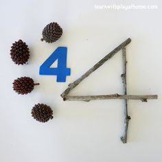 Play and Learn with Numbers and Natural Materials - Reggio Outdoor Education, Outdoor Learning, Reggio Emilia, Play Based Learning, Early Learning, Kids Learning, Kindergarten Math, Math Activities, Preschool Activities