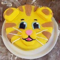 Au fil de leurs anniversaires - Idée gâteau anniversaire fille garçon 2 3 4 5 6 ans Dany le tigre dessin animé - Pâte a sucre - Tête de tigre - Cake Design - Pâtisserie DIY - Fait Maison- Gâteau Tigre - issu du blog Maman Sur Le Fil