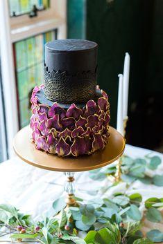 6 Wedding Cake Trends in 2020 Black Wedding Cakes, Beautiful Wedding Cakes, Beautiful Cakes, Amazing Cakes, Buttercream Cupcakes, Cupcake Cakes, Gold Cake, Cake Trends, Cake Tasting