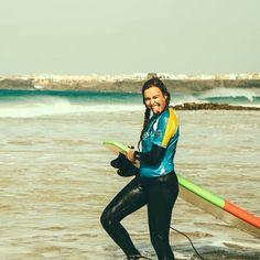 #surfsession #surfboard #happygirl #oceanvibes #summer #letsgosurfing #surfergirl #surfcamp #surflesson #beachlife #sand #sun #goodtimes #fuerteventura #planetsurf #planetsurfcamps #smile #surfhouse