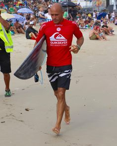 Kelly Slater heads out for Round 2 Quiksilver Pro.  #kellyslater  #quiksilverpro #quikypro #quikpro #snapperrocks #goldcoast #surfing #prosurfing #sport #surfphotography #surf #coolangatta #qld #quiksilver #australia #surfboard  #visitgoldcoast #thisisqueensland #discoveraustralia #wsl #worldsurfingleague @kellyslater @samsungau @quiksilver by kazlindsay