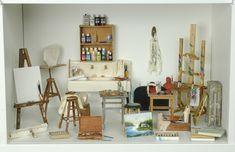 Artes em Miniatura: Atelie de Pintura Vitrine Miniature, Miniature Rooms, Miniature Crafts, Miniature Houses, Miniature Furniture, Dollhouse Furniture, Diy Dollhouse, Dollhouse Miniatures, Cardboard Box Houses
