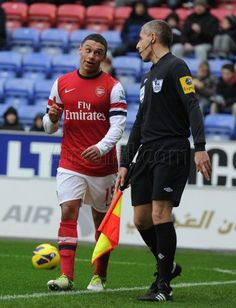 Oxlade-Chamberlain Has a Word With Referee's Assistant vs Wigan 2012-2013.