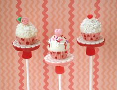 Why stop at cake, when you can make cupcakes? A very fun variation on our Rice Krispies Treats Cake Pops....little Valentines Day cupcakes on a doily-covered stand. :^) My kid LOVES Rice Krispies Treats. In fact, I have never met a kid who doesn't. These are delicious! Step-by-step tutorial on the newly designed www.baking911.com