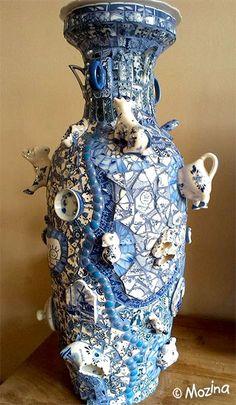 Mosaics by Mozina - Ina Hols. gallery Mosaics by Mozina – Ina Hols. Mosaic Vase, Mosaic Flower Pots, Blue Mosaic, Mosaic Diy, Mosaic Crafts, Mosaic Projects, Mosaic Garden Art, Mosaic Madness, Kintsugi