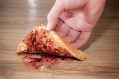 Thức ăn rơi có thể nhiễm khuẩn lây bệnh ngay lập tức đừng tiếc nhặt lại ăn