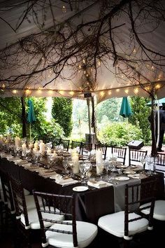 How utterly dreamy is this? Branches above creates an enchanted feel