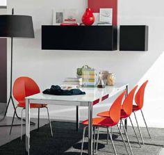 Conjunto de mesa cristal blanco con 4 sillas naranja. Cod.: 2029