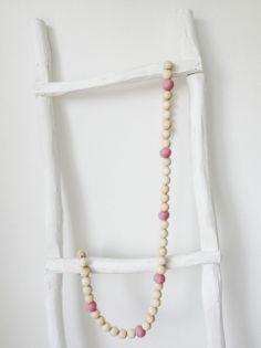 Baby woonketting, leuk om felicitaties aan te hangen. Te koop bij www.homelovv.nl