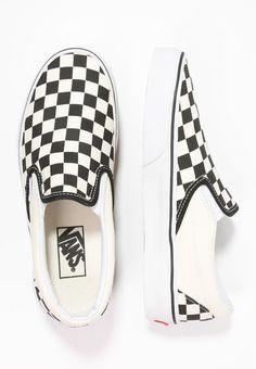 Slip on sneakers outfit – Lady Dress Designs Vans Sneakers, Slip On Sneakers, Sneakers Fashion, Fashion Shoes, Diy Fashion, Fashion Outfits, Vans Shop, Vans Classic Slip On, White Slip On Vans
