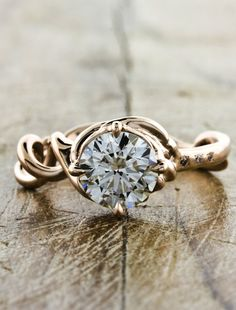 THIS IS SO GORGEOUS!!!!! I now look at rings for Caitlin haha