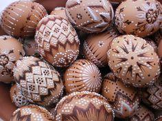 Malovaná vajíčka Easter Crafts, Fun Crafts, Diy And Crafts, Eastern Eggs, Egg Shell Art, Faberge Eggs, Coloring Easter Eggs, Egg Art, Egg Decorating