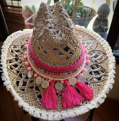 Denim Fashion, Boho Fashion, Accessorize Shoes, Mode Hippie, Hat Decoration, Boot Bracelet, Boho Hat, Fabric Earrings, Boho Look