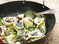 Pak Choy mit Asia-Vinaigrette ist ein Rezept mit frischen Zutaten aus der Kategorie Dressing. Probieren Sie dieses und weitere Rezepte von EAT SMARTER!