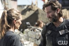 """The 100 -- """"Ye Who Enter Here"""" -- ImageHU303b_0033 --Pictured (L-R): Paige Turco as Abby and Henry Ian Cusick as Kane -- Credit: Cate Cameron/The CW -- © 2016 The CW Network, LLC. All Rights Reserved"""