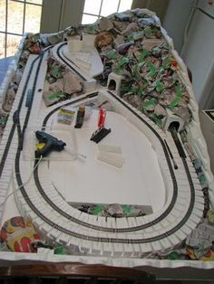 Another hobby of mine, N scale train diorama. N Scale Train Layout, Ho Train Layouts, N Scale Layouts, N Scale Model Trains, Scale Models, Escala Ho, Model Railway Track Plans, Hobby Trains, Planer