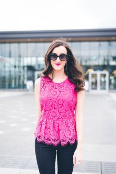 Feminine spring outfit ideas | spring fashion | pink lace peplum top http://baublestobubbles.com/2017/04/19/jcrew-lace-top/?utm_campaign=coschedule&utm_source=pinterest&utm_medium=Olivia%20Johnson%20-%20Baubles%20to%20Bubbles&utm_content=Pink%20Lace