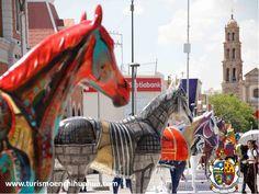 """TURISMO EN CUIDAD JUÁREZ. A partir del pasado 25 de Agosto, podrá admirar alrededor de nuestra ciudad, la exposición itinerante """"Caballos de Juárez"""" a través de la cual, nuestros artistas locales expresaron su cariño hacia nuestra ciudad; esto forma parte de los esfuerzos que se realizan en Ciudad Juárez por recuperar nuestro Centro Histórico y el amor por nuestra ciudad. #ah-chihuahua"""