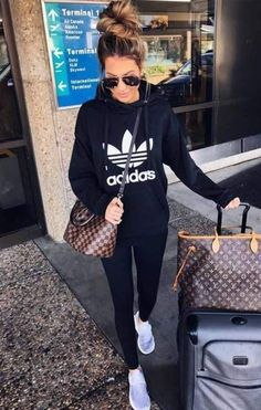 Airplane Outfits 33 airplane outfits ideas how to travel in style outfit Airplane Outfits. Here is Airplane Outfits for you. Airplane Outfits 33 airplane outfits ideas how to travel in style airplane. Sporty Outfits, Mode Outfits, Winter Outfits, Summer Outfits, Fashion Outfits, Womens Fashion, Fashion Ideas, Black Leggings Outfit Summer, Casual Athletic Outfits