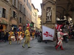 Flag-throwers in #Florence