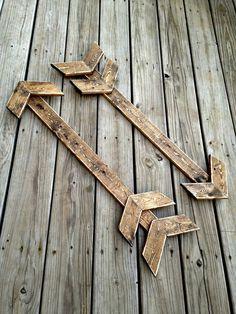 Rustic Wood Wall arrow wood arrow wooden arrow rustic by WoodenThatBeSomethin Barn Wood, Rustic Wood, Boy Room, Kids Room, Paint Stick Crafts, Rustic Nursery, Woodland Nursery, Boho Nursery, Wood Arrow