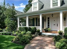 Front porch garden ideas porch gardening ideas front porch garden ideas porches landscaping home design ideas pictures remodel and decor front porch flower Front Porch Garden, Front Porch Design, Front Porches, Porch Designs, Front Porch Landscape, Fence Garden, Garden Beds, Traditional Porch, Traditional Landscape