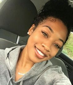 tips for clear skin Beautiful Black Women, Beautiful Eyes, Girly Girl, Pretty People, Beautiful People, Beauty Skin, Hair Beauty, Curly Hair Styles, Natural Hair Styles