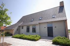Badgeon. Kalei. Stoopen&Meeus. Flemish style. Exterior Colors, Exterior Design, Rural House, Belgian Style, Outdoor Paint, Happy House, Types Of Houses, Pool Houses, Amazing Architecture