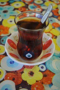 Nazar boncuğu, insanı kem gözlerden koruduğuna inanılan boncuk. Tarih boyunca, çoğu kültürde ve dinsel inançta, göz figürü kötülükleri savan güçlü bir tılsım ... Mystic Eye, Turkish Eye, Greek Evil Eye, Lovers Eyes, Look Into My Eyes, Evil Eye Jewelry, Turkish Jewelry, Hamsa, Tattoo Quotes