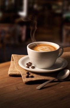 Great ways to make authentic Italian coffee and understand the Italian culture of espresso cappuccino and more! Coffee And Books, My Coffee, Coffee Drinks, Coffee Cups, Coffee Gif, Coffee Beans, Costa Coffee, Ninja Coffee, Cheap Coffee