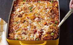 Mexican Beef and Rice Casserole.Here& a tasty way to make a pound of ground beef serve four: a hearty beef and rice casserole made with Mexican-style cheese and taco seasoning. Mexican Dishes, Mexican Food Recipes, Dinner Recipes, Dinner Ideas, Rice Recipes, Pork Recipes, Kraft Foods, Kraft Recipes, Veggies