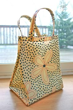 Zaaberry: Oilcloth Lunch Tote Tutorial  http://zaaberry.blogspot.com/2011/01/oilcloth-lunch-tote-tutorial.html