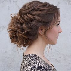 Pretty Loose updo Wedding hairstyle perfect for every season #bridalhair #weddinghair #bridalhairstyle