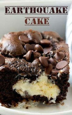 Earthquake Cake Recipe-leave out the coconut. Box Cake Recipes, Sweets Recipes, Baking Recipes, Great Desserts, Delicious Desserts, Dessert Ideas, Yummy Food, Earthquake Cake Recipes, Biscuits