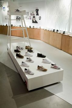 K-Swiss pop up store by UXUS , via Behance