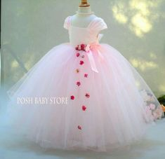 Flower Girl Dresses – Ideas for all Dresses & Outfits for All Ocassions Pink Flower Girl Dresses, Little Girl Dresses, Girls Dresses, Flower Girls, Dress Outfits, Kids Outfits, Robes Tutu, Party Frocks, Kids Frocks