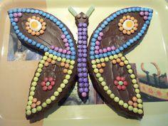 D'un simple gâteau rond au chocolat, un joli papillon naîtra! Pour égayer le gâteau d'anniversaire de Solia et Maxence, je l'ai fait devenir un papillon très coloré... J'ai fais un gâteau au chocolat, prenez votre recette habituelle ou pour ma recette,...