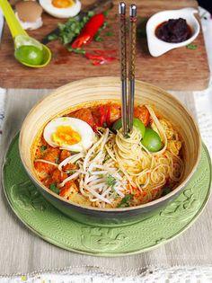 Ribbon And Circus: Friday- Singapore Chicken Laksa {using spaghetti} Asian Recipes, New Recipes, Cooking Recipes, Favorite Recipes, Ethnic Recipes, Chinese Recipes, Chinese Food, Cooking Ideas, Yummy Recipes