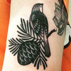 Traditional Bird Tattoo Flash Tat Ideas For 2019 Nature Tattoos, Body Art Tattoos, New Tattoos, Sleeve Tattoos, Bird Tattoos, Feather Tattoos, Tattoo Ink, Tatoos, Pinecone Tattoo