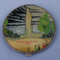VERY RARE ART DECO PERIOD EMPIRE EXHIBITION 1938 GWENDA BUTTERFLY LUSTRE COMPACT