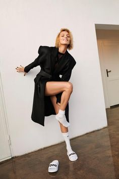 Anja Rubik Chills In Sporty Looks Lensed By Adam Pluciński For Women's Health Poland January 2019 — Anne of Carversville Sporty Look, Sporty Style, Women Clothing Stores Online, Anja Rubik, Fashion Beauty, Womens Fashion, Fashion Top, Fashion Socks, Poses