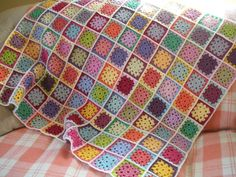 Serendipity Patch: Blanket Ta-Dah!  Circle center granny square blanket, see how she did her colors.