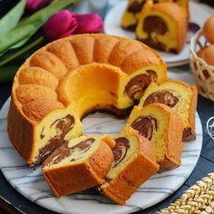 Resep Marmer Cake by Bahan: - 6 btr kuning telur - 5 btr putih telur - 300 gr butter (me: full mentega blue band) - Puding Oreo, Puding Cake, Bolu Cake, Resep Cake, Oreo Desserts, Pudding Desserts, Marble Cake, Food Cakes, Cocoa Krispie Treats