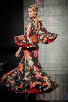 traje-estampado-flores-2 Flamenco Costume, Flamenco Dresses, Anime Art Girl, Costumes, Formal Dresses, Skirts, Beautiful, Beauty, Dark Florals